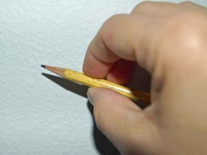 how to hold pencil